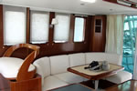 Beneteau Swift Trawler 42 - table and seats in the salon