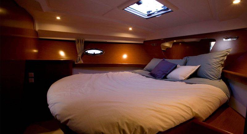 Antares 36 noleggio barche a motore croazia for Noleggio cabina di steamboat