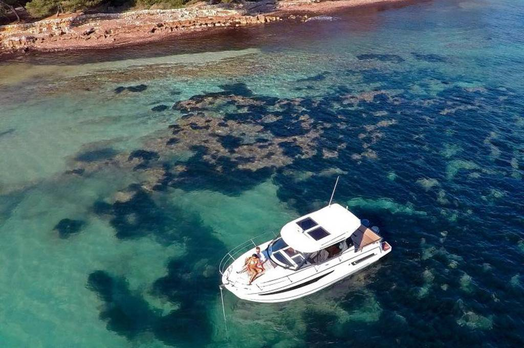 Yacht a motore Merry Fisher 895 - barca ancorata