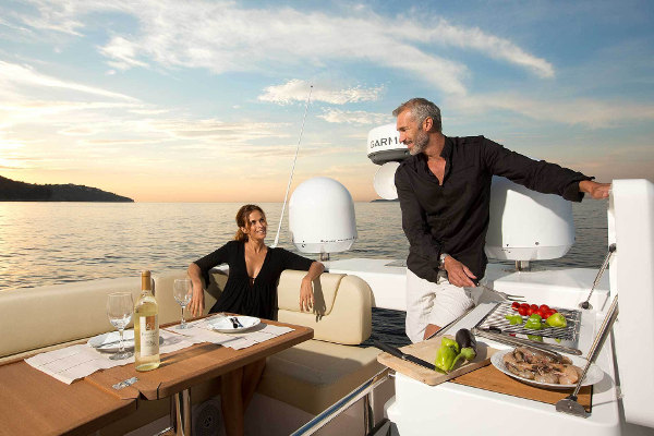 Yacht Bavaria 42 Fly - Grill at Flybridge