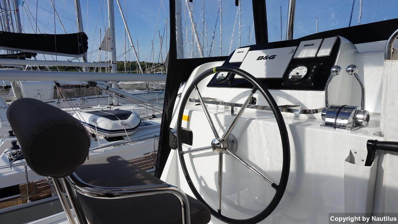 Charter price of the sail catamaran Lagoon 42