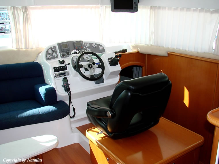 Lagoon Power 44 - power catamaran charter Croatia - helm station and ...